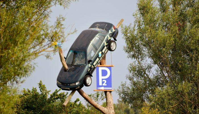 Leinenweber_Rechtsanwaelte_Unfall_auf_Privatparkplatz_Bestrafung_wegen_Unfallfluch